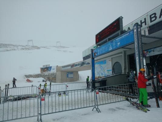 De eerste dag is het zicht niet bijster best, maar de sneeuw is fantastisch.