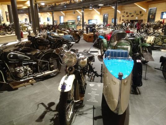 In het motormuseum Obergurl