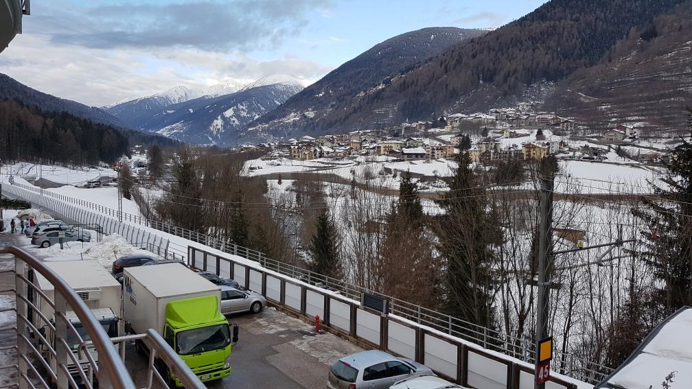 View van het balkon